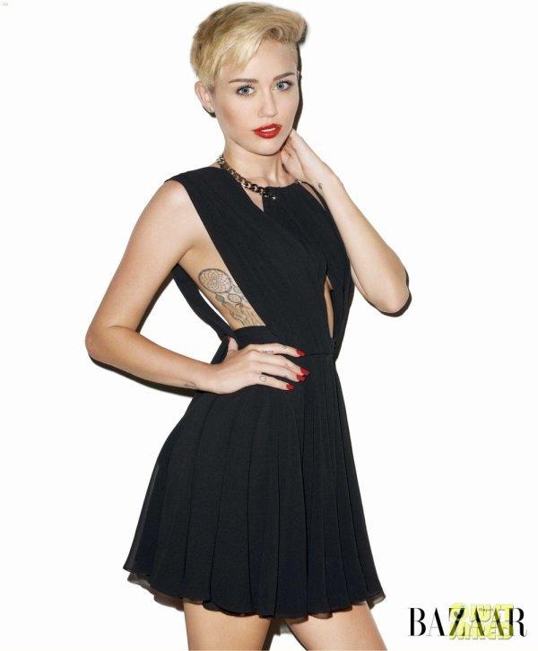 Miley Cyrus pose pour Harper's Bazaar.