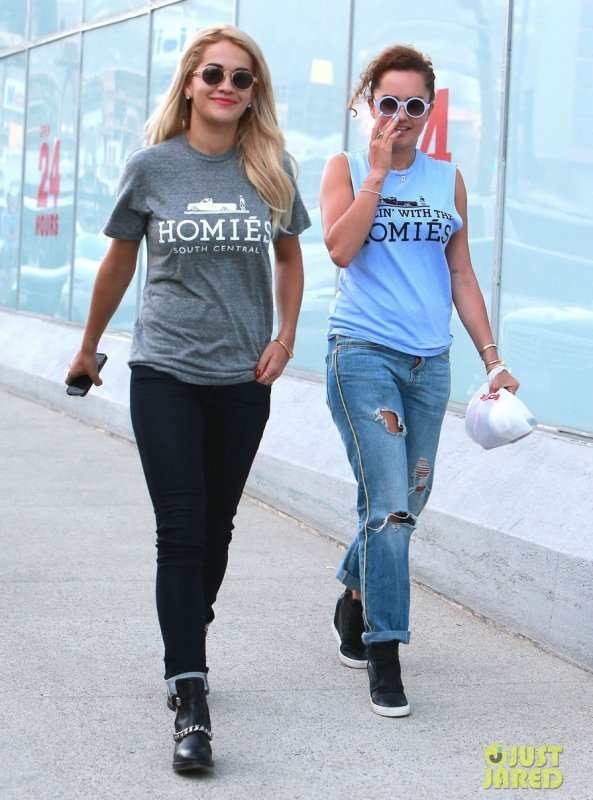 Rita Ora de sortie avec sa soeur. Los Angeles