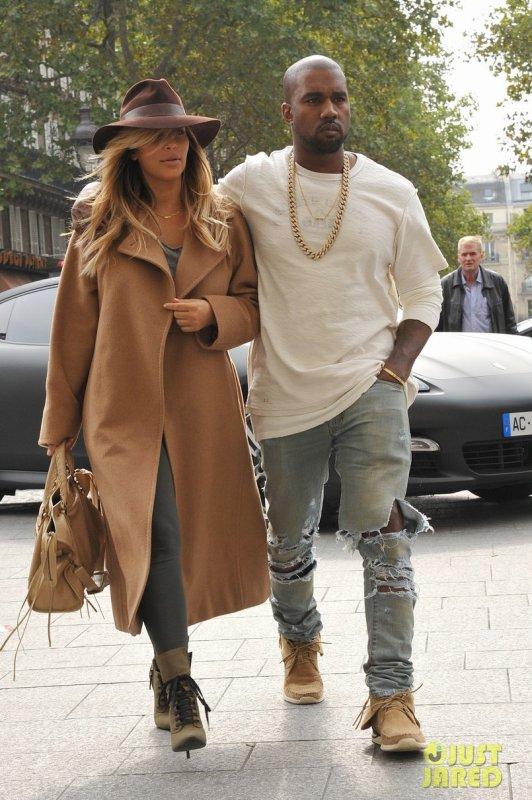 Kim Kardashian et Kanye West sortent de chez Givenchy. Paris