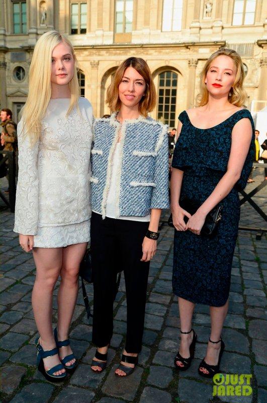 Hailee Steinfeld au défilé Louis Vuitton. Paris
