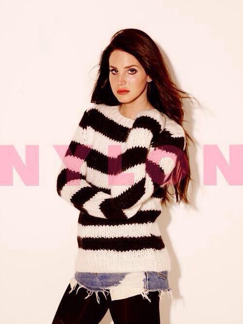 Lana Del Rey pose pour Nylon.