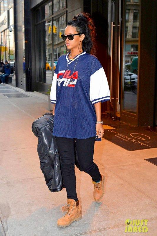 Rihanna quitte son hôtel. New York