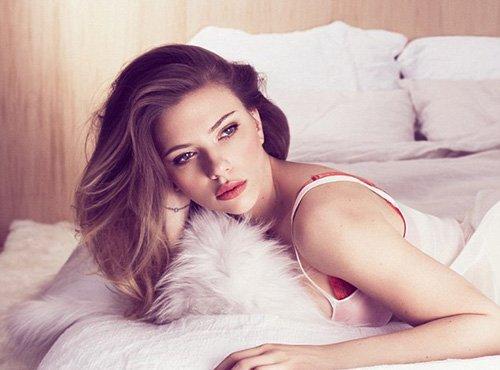 Scarlett Johansson pose pour Marie Claire.