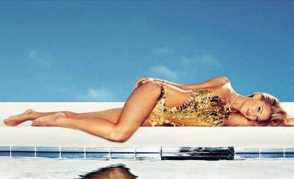 Kate Hudson pose pour Harper's Bazaar.