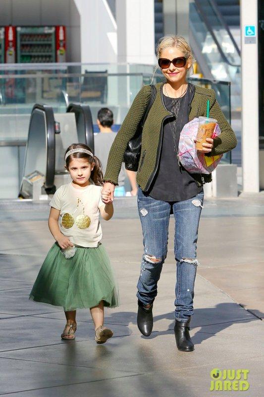 Sarah Michelle Gellar fait du shopping avec sa fille. Brentwood, Californie