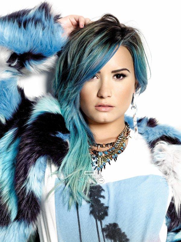 Demi Lovato pose pour Nylon.