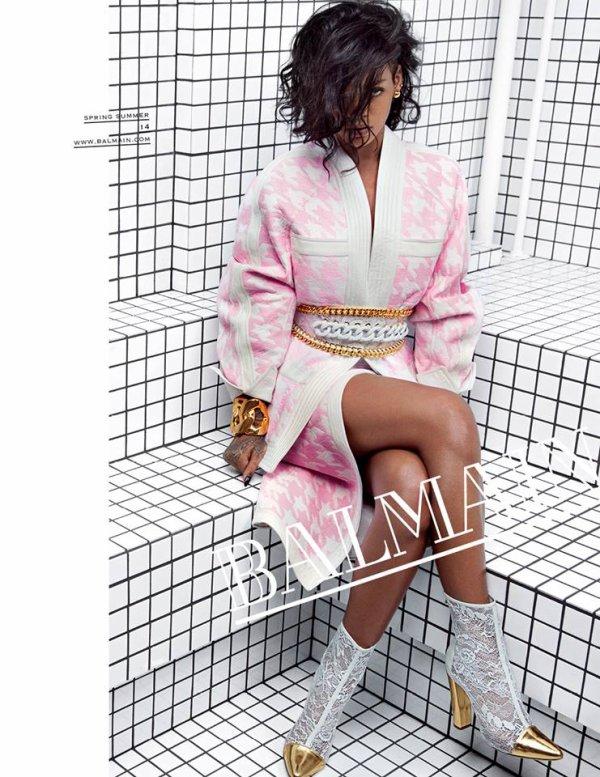 Rihanna pose pour Balmain.