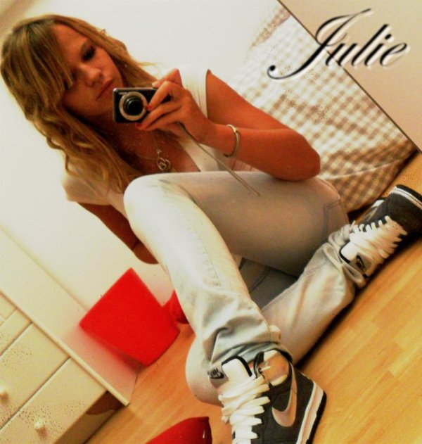 FACEBOOK ::    Julie Carre     :)