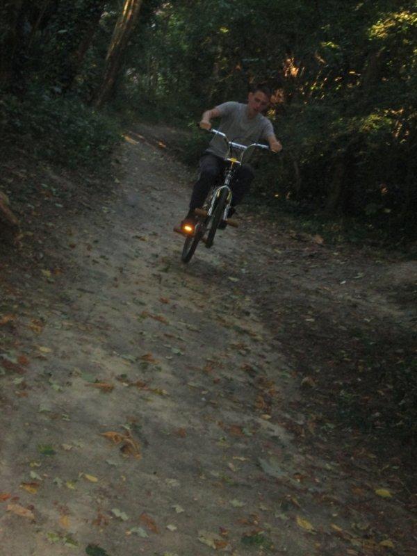 Moi en wheeling avec mon bmx <3