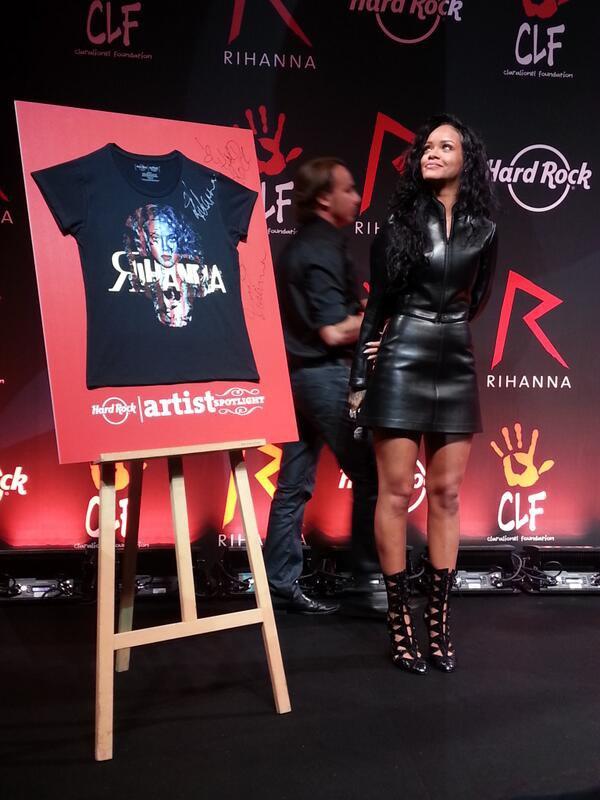 Rihanna à Paris pour le lancement de son tee-shirt
