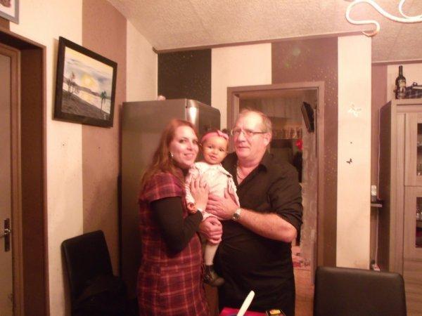 mon mari Hervé et ma fille Aurélie, et notre petite-fille ornella!!!