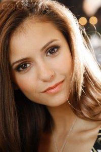 Nina Dobrev alias Elena Gilbert