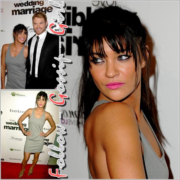 May 17th – Love Wedding Marriage Los Angeles Premiere Vêtue d'une robe grise, droite et donc simple, Jessica agrémente sa tenue de botines Louboutin motif léopard et nous fait un TOP !