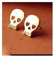 Notre second article porte sur un ensemble de paires de boucles d'oreilles. Pour 2¤50 vous recevrez ces 6 paires fantaisies.
