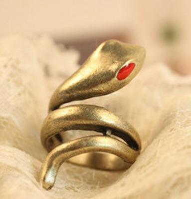 Les perles .. En effet j'ai trouvé quelques bijoux qui méritent de figurer sur le blog, alors ... A vos claviers !