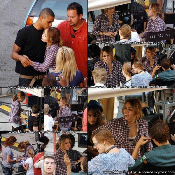 26/08/2010 : Miley a été vue sur le tournage de LOL jeudi dernier.