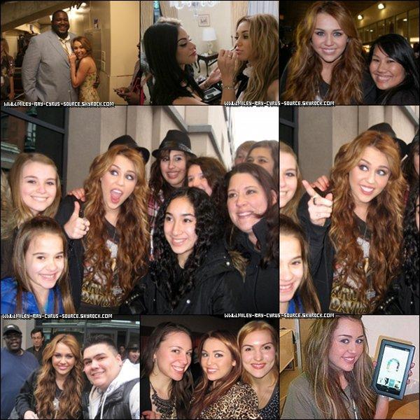 11/04/2011 : Miley et Noah, sa soeur, allant déjeuner à Sharky's.