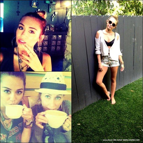 10.04.2012 : Miley, qui a passé une journée mère-fille, a été vue faisant du shopping en Californie.