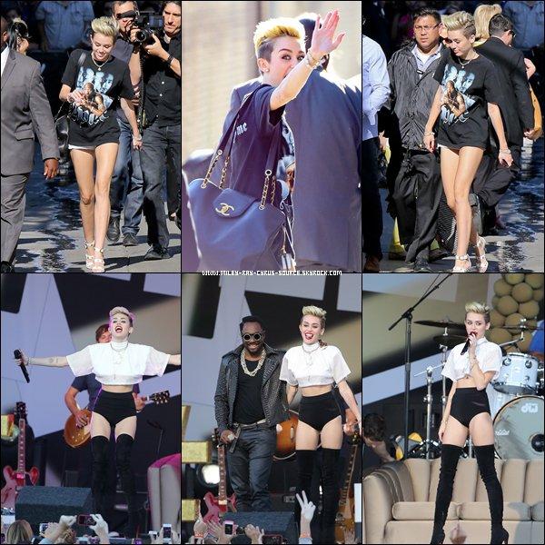 27.06.2013 : Miley faisant la tournée des radios à New York, afin de promouvoir We Can't Stop.