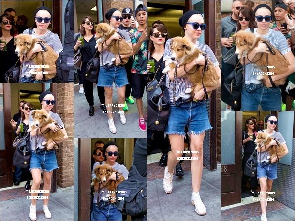 05/08/2014 : Miley a été aperçue quittant son hôtel, toujours à New York.