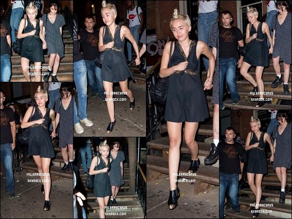 06/08/2014 : Miley quittant son hôtel afin de se rendre à Charlotte où se déroulera son prochain concert.