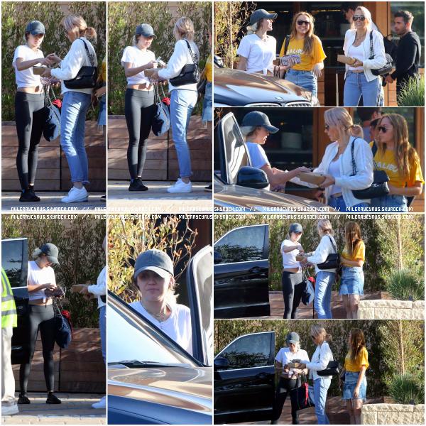 02 mai 2017 : Miley, Tish et Brandi ont été photographiées devant Soho House, à Malibu.