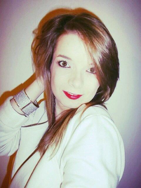 - Cyanne ( 18 ans ) ; LANHOUARNEAU ; # 29 FRANCAISE  ; ● En couple ♥ ; #` ZUMBA♥ ; #` Facebook !