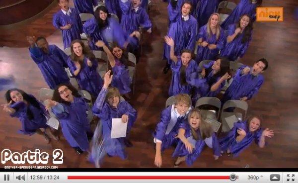 """Lancer de chapeaux c'est la remise de diplomes """" Graduation """""""