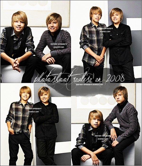 photoshoot réalisé en 2008 où posent Dylan and Cole Dite moi si vous les trouvée beau sur ce photoshoot !
