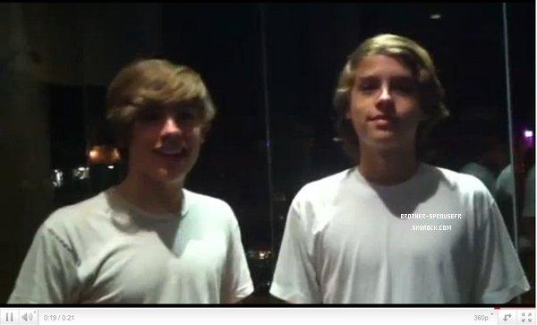 Dylan & Cole in NYU Voici enfin des photos de nos jumeaux + une photo de Dylan & Cole posant vec une fan + 1 vidéo !