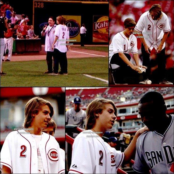 Candis : 26/08 Nouvelles photo de Dylan et Cole a un match de Baseball