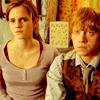 """"""" - Attends, coupa sèchement Bellatrix. Tous sauf... Sauf la Sang-De-Bourbe. [...] - Non! s'écria Ron. Prenez-moi à sa place, gardez-moi si vous voulez! """""""