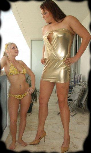 Aloisia Futur Diva WWE La Géant diva (à droite )