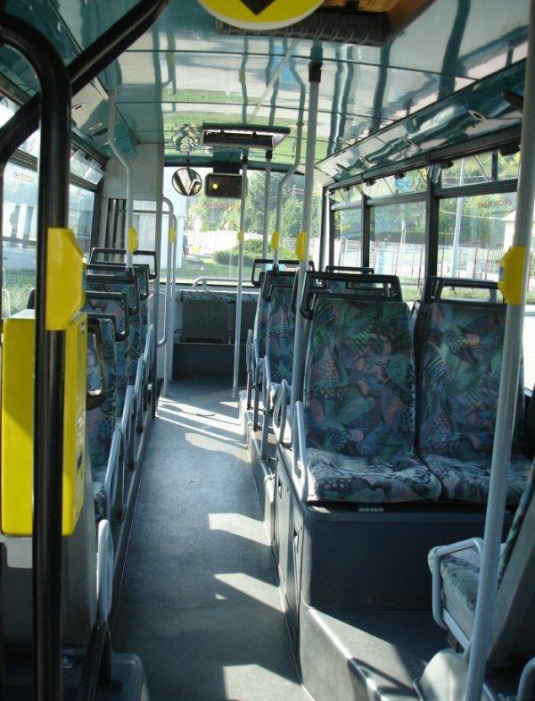 VANHOOL  A 508 (moteur diesel) type MIDI , numérotés de 50 à 75 : 9 bus identique en circulation actuellement.