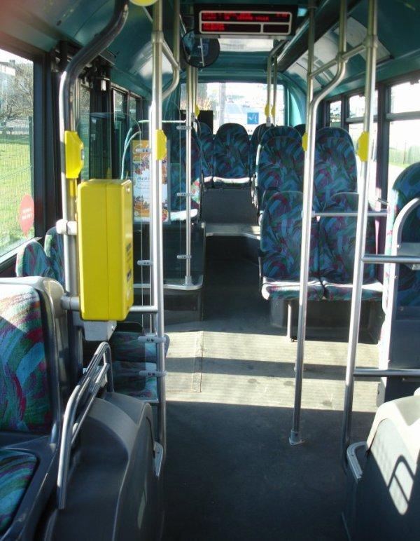 HEULIEZ  GX 117 type MIDI (moteur diesel)  numéro 76 : seul bus en circulation actuellement.
