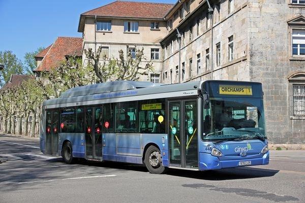 HEULIEZ  GX 327 GNC (moteur GNC) type STANDARD numérotés de 443 à 452 : 9 bus identique en circulation actuellement.