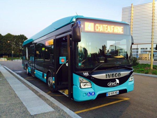IVECO urbanway no 145 avec la nouvelle livrée.