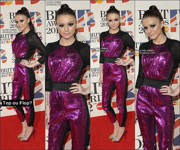 """. 21/02/12 : C'est aujourd'hui que Cher c'est rendue au """"BRIT Awards 2012"""". Pour moi cela reste un BOF. J'aime assez bien la tenue, c'est du Cher Lloyd quoi. Vos avis? ."""