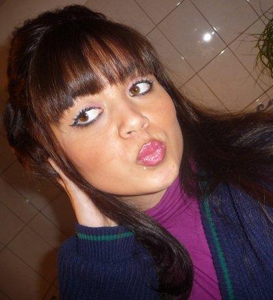 Justiine . 19 ans .   La Viie Continue . Demande-luii@liive.fr . Biisou a tous ( K ' ) .