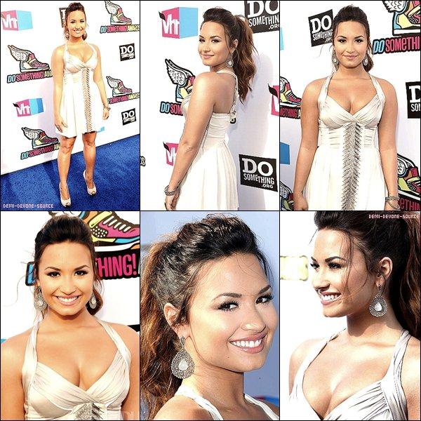 .Le 14/28/2011: Demi assisté à la VH1 2011 à Hollywood en Californie.  TOP/BOF/FLOP ?  .