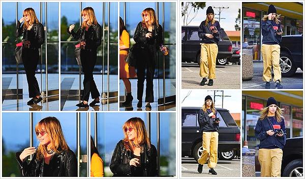 """""""2019""""' • 05 Avril ─ Suki Waterhouse a été photographié quittant la «Creative Artists Agency»   situé à Los Angeles.  Et quelques heures plus tard, c'est quittant le magasin «Whole Food» à West Hollywood qu'elle a été aperçue.Enfin un signe de vie ! Vos avis ?"""