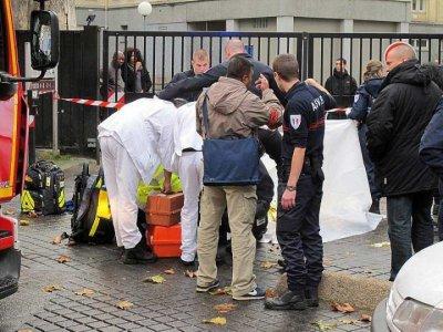 Un mort à Saint-Ouen dans un règlement de comptes Deux hommes à scooter, casqués et cagoulés, ont abattu à bout portant hier Kamel, un jeune âgé de 18 ans. L'agression a eu lieu en plein après-midi, dans un li