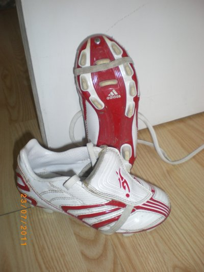 dessous chaussures foot adidas