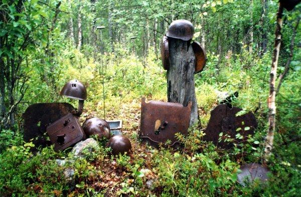 Des restants de  champs de bataille en Carélie du Nord ( la ou se trouvaient la SS-Nord Division)