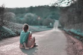 """""""J'en ai marre d'avancer toute seule, d'autant plus que je ne sais pas où je vais. Enfin, si. J'fonce droit dans un mur à grande vitesse. Et je sais déjà que le choc va être terrible, que je vais mettre longtemps à m'en remettre & que je vais galérer à remonter la pente. """""""