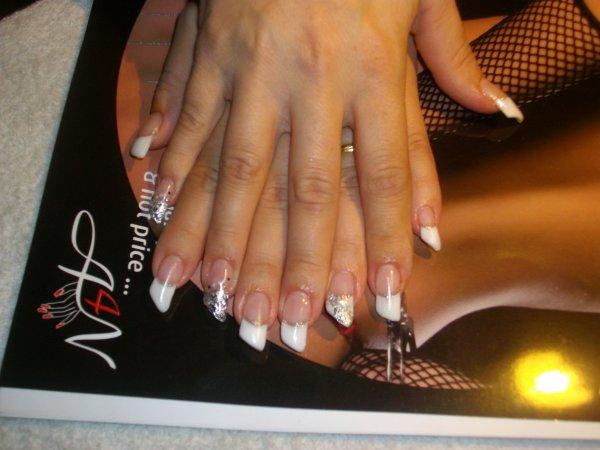 Modele d ongles pose duongles en gel fleurs de pissenlit modele d ongles en gel ongle en gel - Modele dessin ongle gratuit ...