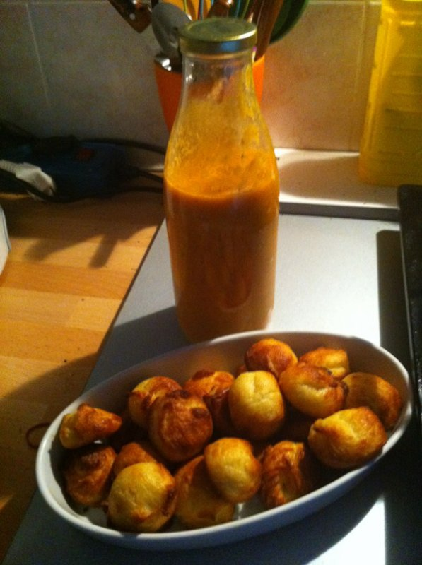 Gougères et coulis de tomates