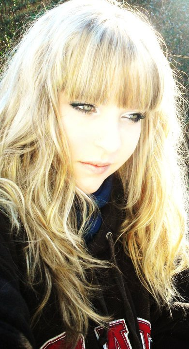 Téléphone.  Je rêvais d'un autre Monde, où la terre serait Ronde, où la lune serait Blonde . . . !!