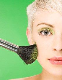 Maquillage pour les blondes : nos meilleures astuces ( http://www.schwarzkopf.fr/ )