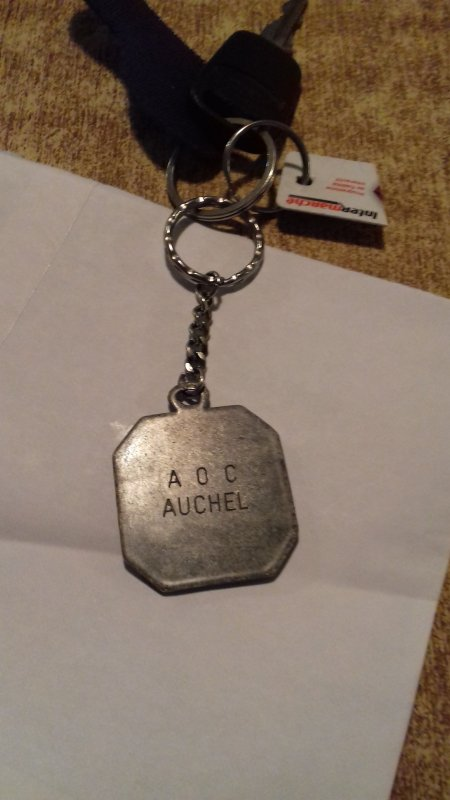 Mon voisin m'a offert un porte clés qui provient de la société AOC auchel esque quel qu'un pourrait me dire de quelle année il est  ? .